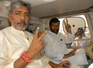 Jha with politican Ram Vilas Paswan. Pic by viewpatna.blogspot.com