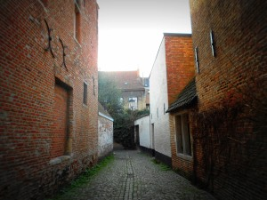 Walking through the begijnhof