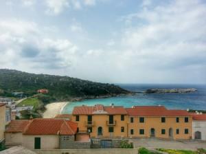 Spiaggia Rena Bianca down beyond the villas