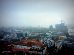 In the distance you can see the Elbphilharmonie. It was as frightfully cold as it looks here