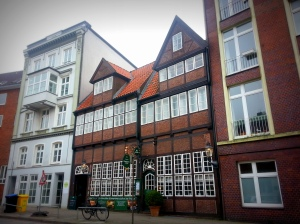 The Krameramtswohnungen tucked in discreetly between modern buildings
